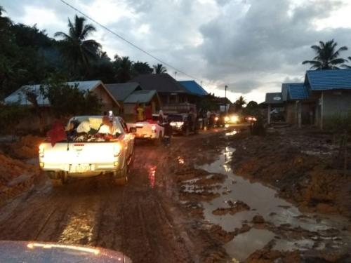 Gubernur Bengkulu Kunjungi Warga Desa Genting, Kabupaten Bengkulu Tengah, Bengkulu (foto: Demon Fajri/Okezone)
