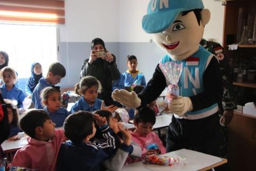 Satgas Indobatt UNIFIL dengan menggelar penyuluhan kesehatan ke empat sekolah di Lebanon Selatan (foto: Ist)