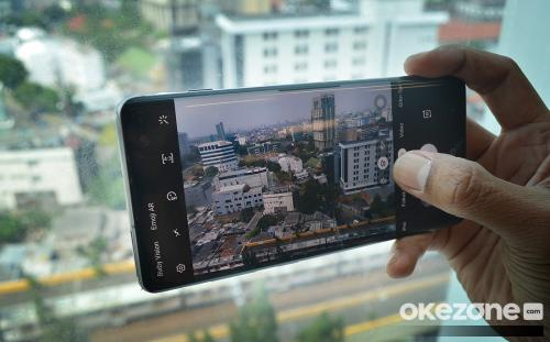 Cara  akses kamera wide angle Galaxy S10 di WhatsApp