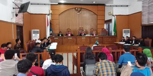 Ratna Sarumpaet di persidangan