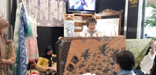 Batik Warisan dengan Teknik Lawasan yang Langka