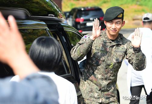 Ok Taecyeon wamil.