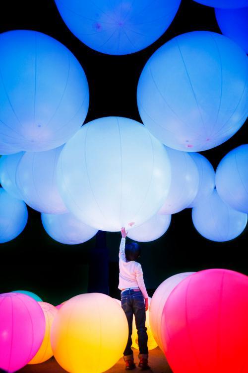 teamLab berpendapat itu dapat mengubah aktivitas kreatif individu menjadi aktivitas kreatif kolaboratif.