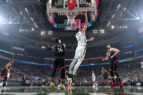 Laga Toronto Raptors vs Milwaukee Bucks