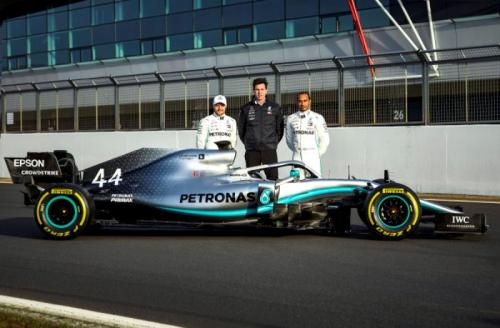 Duo rider Mercedes AMG Petronas