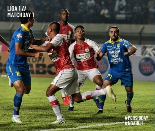 Laga Persib Bandung vs Persipura Jayapura