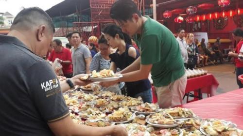 Kegiatan buka bersama sudah dilaksanakan di Wihara Kim Tek Le sejak tahun 2018. (BBC Indonesia)