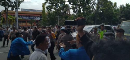Demo mahasiswa Riau ricuh