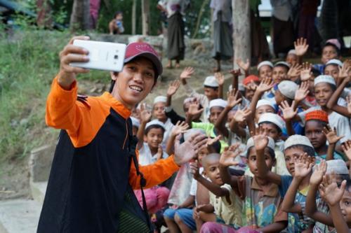 Anak-Anak Rohingya Bersama Tim Dompet Dhuafa