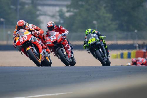 Valentino Rossi tidak berdaya mengejar tiga pembalap di depannya (Foto: MotoGP)