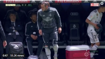 Gareth Bale di dekat bangku cadangan Madrid