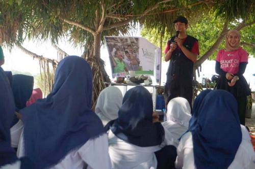 Buka bersama dan bakti sosial kesehatan di Pulau Pari Jakarta