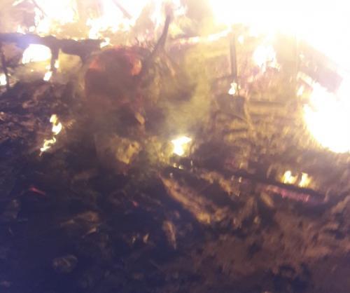 Motor wartawan dibakar massa aksi 22 Mei di Bawaslu. (Foto : Puteranegara Batubara/Okezone)