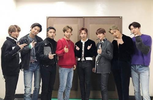 EXO Backstage