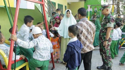 Alat Permainan Baru Satgas Yonif R 408 Bagi Anak-anak di Perbatasan RI-RDTL (Satgas Pamtas RI-RDTL Sektor Timur)