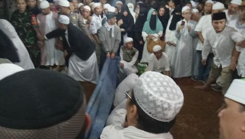 Pemakaman Ustadz Arifin Ilham