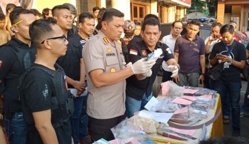 Polres Jakbar Gelar Perkara Pelaku Kerusuhan 22 Mei di Petamburan Dapat Imbalan Rp50-200 Ribu (foto: M Rizky/Okezone)