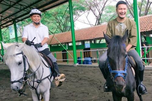 Ustadz Arifin Ilham dan Arie Untung
