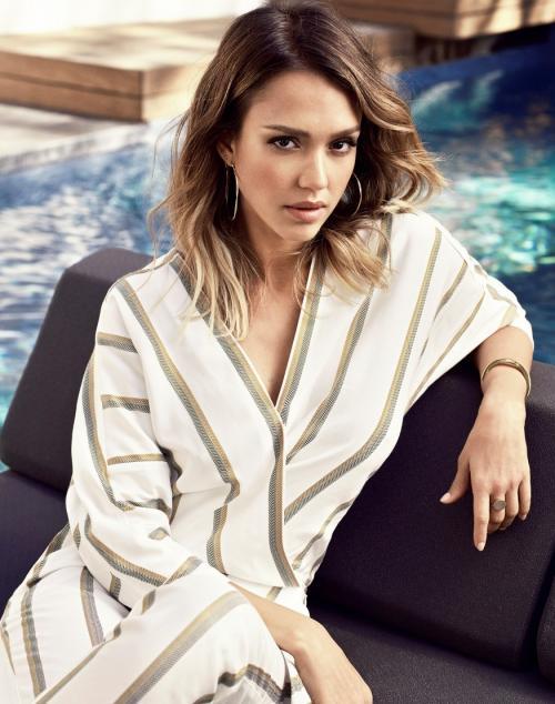Jessica Alba mengaku, harus meminum tequila untuk menutupi rasa canggungnya saat melakoni adegan ranjang. (Foto: More Magazine)