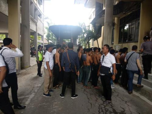 68 Perusuh di Pontianak saat Aksi 22 Mei yang Sudah Ditangkap (foto: Ade Putra/Okezone)
