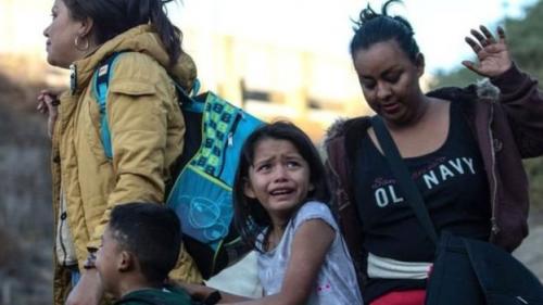 Migran anak dan orangtuanya. (Getty Images)