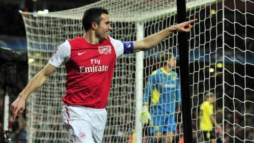 Robin van Persie saat membela Arsenal