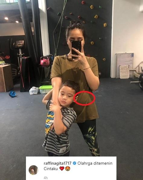 Gara-gara foto yang diunggah Raffi Ahmad di Instagram banyak netizen yang berspekulasi kalau ibu satu anak itu tengah hamil anak kedua. (Foto: Instagram)