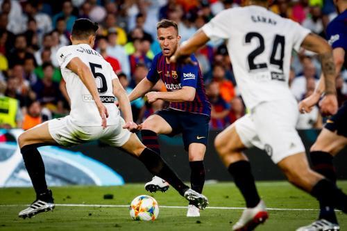 Arthur Melo vs Valencia (Foto: Twitter/@FCBarcelona)