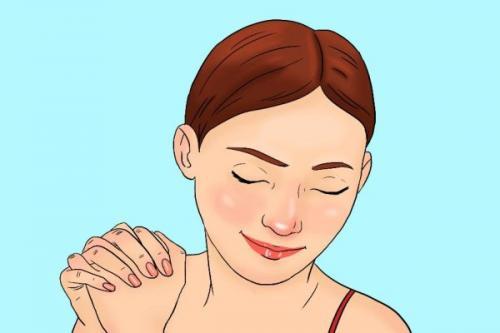 Tempatkan ujung ibu jari kanan di bawah mata kiri dekat hidung.