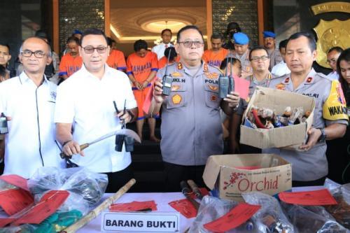 Polda Jawa Timur Gelar Perkara Kasus Pembakaran Mapolsek Tambelangan, Sampang, Jawa Timur, di Polda Jawa Timur, Surabaya, Senin(27/5/2019). (foto: Syaiful Islam/Okezone))