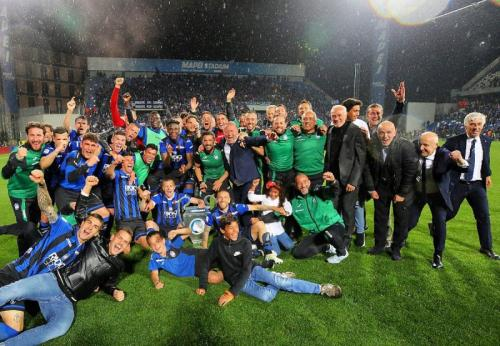 Skuad Atalanta merayakan kelolosan ke Liga Champions (Foto: Atalanta/Twitter)