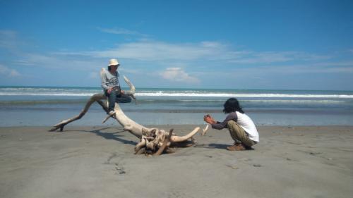 Pantai Batu Kumbang