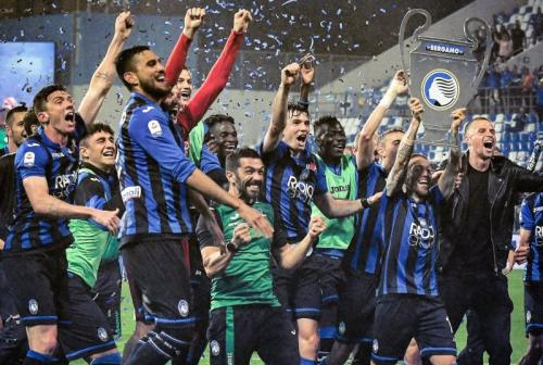 Skuad Atalanta merayakan kelolosan ke Liga Champions (Foto: Champions League/Twitter))