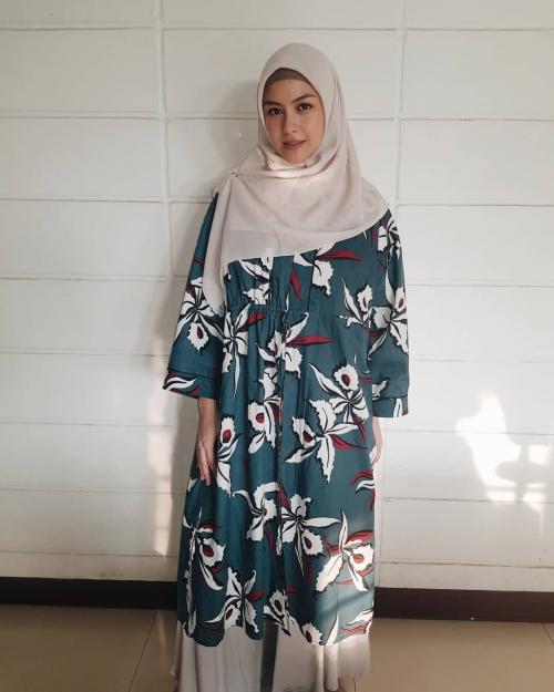 hijab cantik revalina