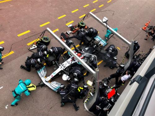 Pit stop Tim Mercedes AMG Petronas (Foto: Mercedes AMG Petronas/Twitter)