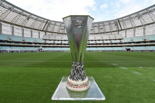 Trofi Liga Eropa (Foto: Twitter/@EuropaLeague)