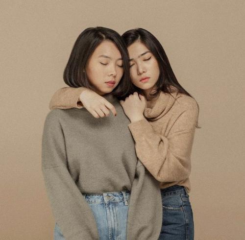 Dua perempuan