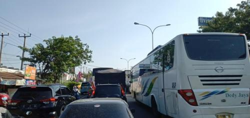 Jalur Pantura di Cirebon. (Foto: Fathnur Rohman/Okezone)