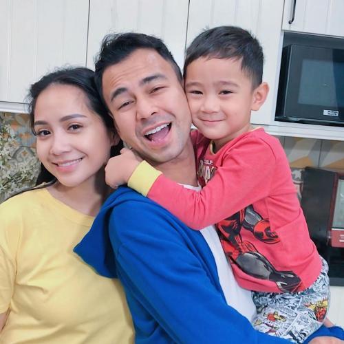 Sakit, Raffi Ahmad ingin selalu dekat dengan keluarga. (Foto: Instagram)