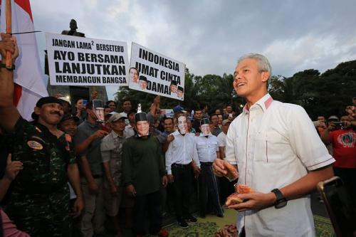 Gubernur Ganjar bersama Jokowi dan Prabowo