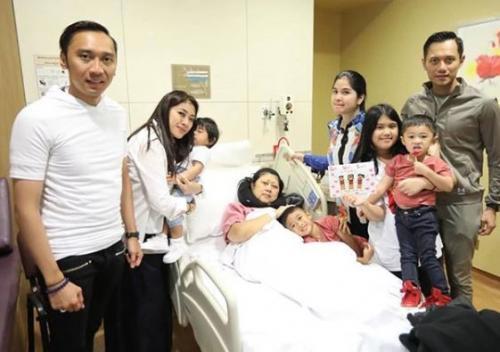 Keluarga Dampingi Ibu Ani Yudhoyono Dirawat di ICU (foto: Instagram-@agusyudhoyono)