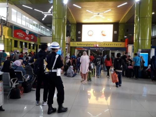Pemudik di Stasiun Gambir (Foto : Achmad Fardiansyah/Okezone)
