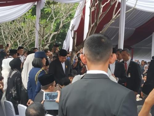 Akan tetapi bermodal pengalaman di Polhukam, Dara punya trik sendiri untuk mendekati SBY