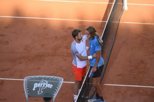 Stanislas Wawrinka menaklukkan Stefanos Tsitsipas dalam lima jam (Foto: Roland Garros/Twitter)