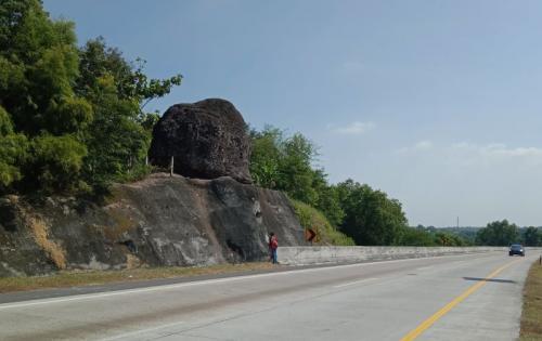 Menguak Cerita Mistis Batu Bleneng Di Tol Cipali Okezone News