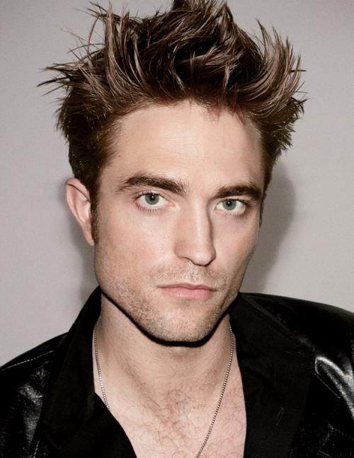 Robert Pattinson akan menjadi lawan main Dimple Kapadia dalam film Tenet. (Foto: GQ Magazine)