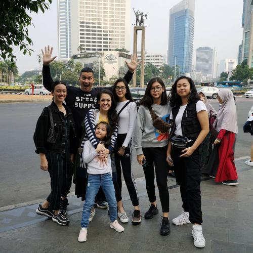 Tora Sudiro dan keluarga