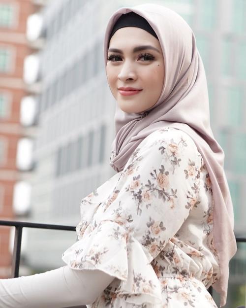 Sebuah mimpi menuntun Donita untuk mengenakan hijab pada Mei 2019. (Foto: Instagram)