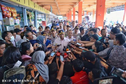 Menhub Cek Kesiapan Angkutan Lebaran di Terminal Kampung Rambutan