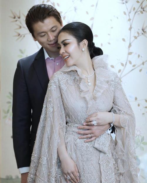 Pernikahan Syahrini dan Reino Barack di Jepang membuat terkejut banyak pihak. (Foto: Instagram)